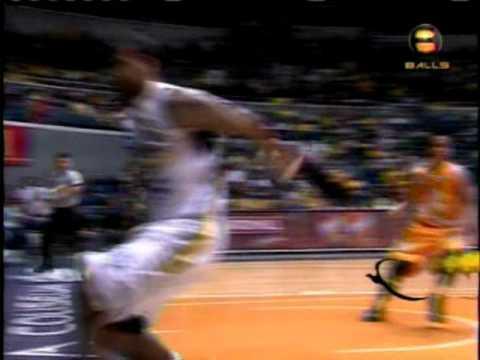 Awesome - Backwards Basketball Trick Shot