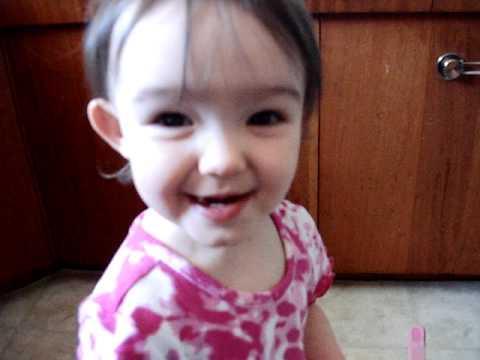 Jokes - Little Girl Tries To Say Banana