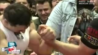 Arm Wrestling Between Arm Wrestler And Bodybuilder