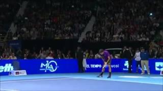 Roger Federer Controls The Crowd