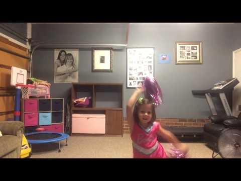 Dad And His Cute Daughter's Dance To Shake It Off Song By Taylor Swift