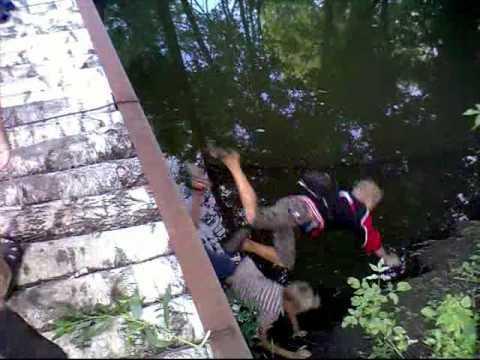 FAIL - Stupid Kids On A Bridge