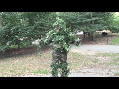 Pranks - Guy Scares People At Central Park