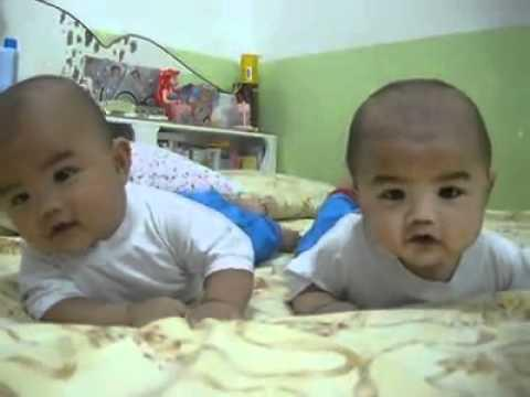 Cute - Twin Baby Boys Try To Crawl