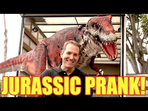 Dinosaur In The Trailer Scare Prank