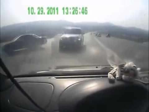 Crazy - Car Misses SUV By Couple Of Inches
