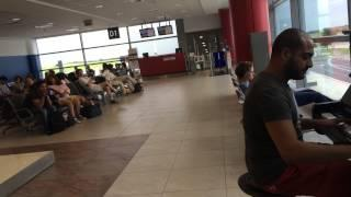 Pianist Wows The Crowd At The Prague's Václav Havel Airport