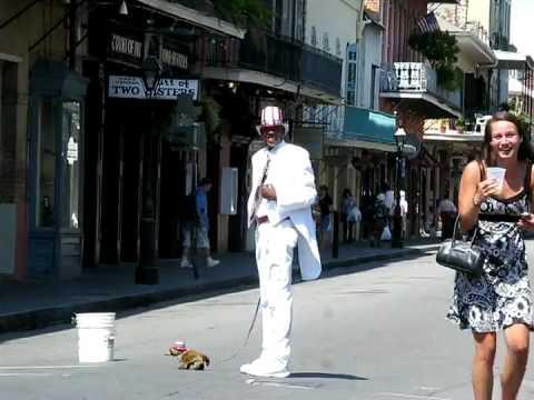 Pranks - Women Scared By Street Performer
