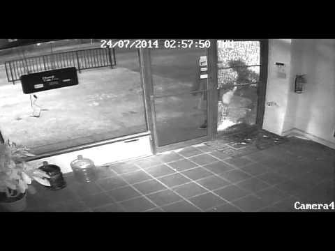 Dumb Criminal Breaks Into A Store And Steals Nothing
