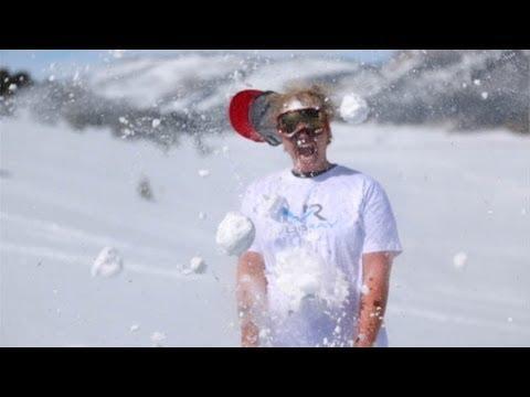 Freddie - Snowball Fight