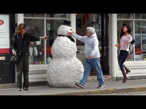 Scary Snowman Is Back To Scare People This Halloween