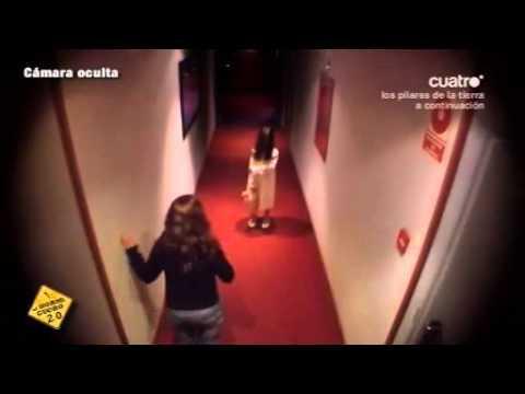 Pranks - Creepy Girl In The Hallway Scare