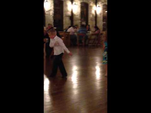Kid Shows Off His Dance Moves At The Wedding