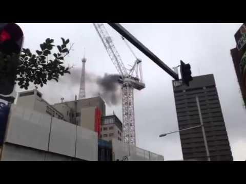 FAIL - Crane Breaks Apart In Australia