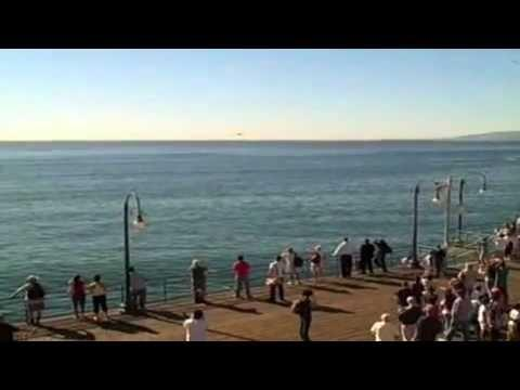 Awesome - Military Jets Fly Low At Santa Monica Pier
