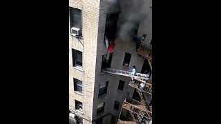 Awesome Guy Rescues Woman From Burning Apartment