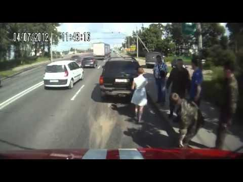 FAIL - Dumb Woman Overtakes Firetruck