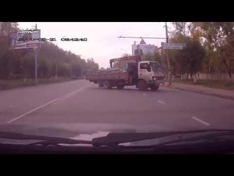 Russian Police Officer Gets The Help From Driver To Catch A Hit And Run Driver