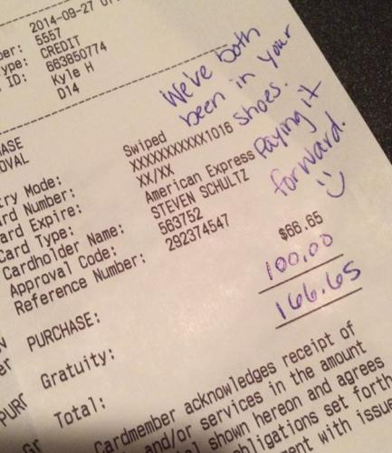 Couple Celebrating Their Anniversary Makes Waiter Happy With $100 Tip