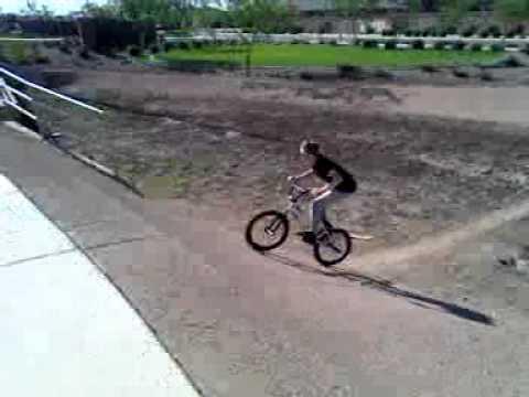 FAIL - Bike Jump Stunt