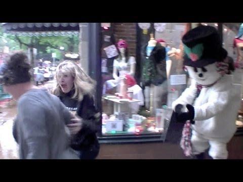 Pranks - Scary Snowman Scare Prank