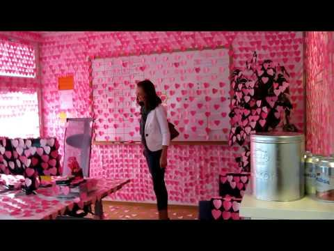 Pranks - Office Covered By Pink Post It Notes