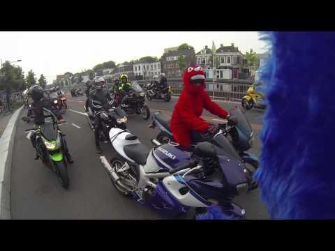Cookiemonster Motorcyclist Makes Kid Happy