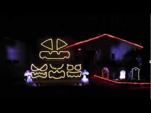 Awesome - Bohemian Rhapsody Halloween House Light Show